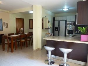 Townhouse En Venta En Maracaibo, Doral Norte, Venezuela, VE RAH: 17-3915