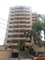 Apartamento En Venta En Catia La Mar, Playa Grande, Venezuela, VE RAH: 17-3921