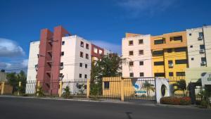 Apartamento En Venta En Municipio Los Guayos, Paraparal, Venezuela, VE RAH: 17-3926