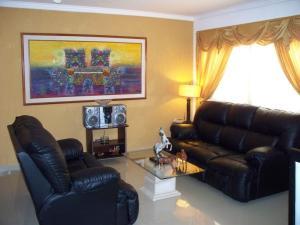 Apartamento En Venta En Maracaibo, Santa Rita, Venezuela, VE RAH: 17-3984
