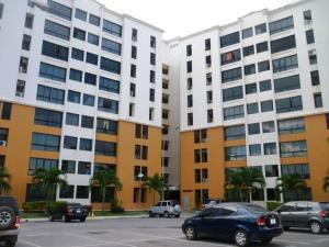 Apartamento En Venta En Maracay, Bosque Alto, Venezuela, VE RAH: 17-3998