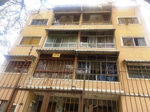 Apartamento En Venta En Caracas, Los Chaguaramos, Venezuela, VE RAH: 17-4018