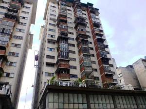 Apartamento En Venta En Caracas, Parroquia La Candelaria, Venezuela, VE RAH: 17-4058