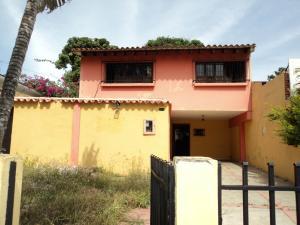 Casa En Venta En Valencia, Las Acacias, Venezuela, VE RAH: 17-4068