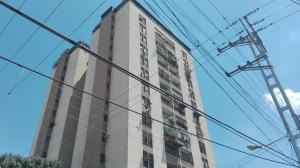 Apartamento En Venta En Valencia, Centro, Venezuela, VE RAH: 17-4056