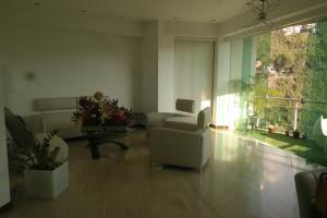 Apartamento En Venta En Caracas - Las Mesetas de Santa Rosa de Lima Código FLEX: 17-4172 No.1