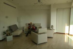 Apartamento En Venta En Caracas - Las Mesetas de Santa Rosa de Lima Código FLEX: 17-4172 No.4