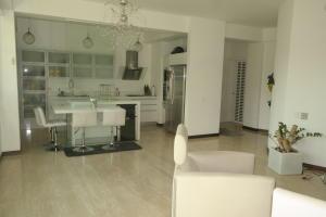 Apartamento En Venta En Caracas - Las Mesetas de Santa Rosa de Lima Código FLEX: 17-4172 No.8