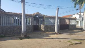 Casa En Venta En Coro, Parcelamiento Santa Ana, Venezuela, VE RAH: 17-4187