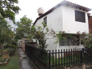 Casa En Venta En Guatire, Puerta Del Bosque, Venezuela, VE RAH: 17-4363