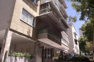 Apartamento En Venta En Caracas, Bello Campo, Venezuela, VE RAH: 17-4177
