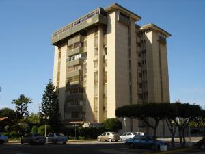 Apartamento En Venta En Maracaibo, Avenida Delicias Norte, Venezuela, VE RAH: 17-4211