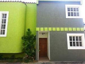 Townhouse En Venta En Cabimas, Nueva Delicias, Venezuela, VE RAH: 17-4234