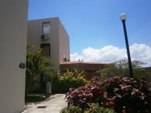 Apartamento En Venta En Guacara, Ciudad Alianza, Venezuela, VE RAH: 17-4461