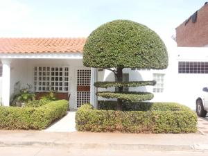 Townhouse En Venta En Maracaibo, Cumbres De Maracaibo, Venezuela, VE RAH: 17-4261