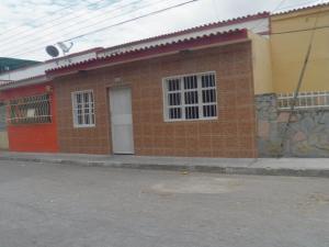 Casa En Venta En Valencia, Avenida Las Ferias, Venezuela, VE RAH: 17-4262
