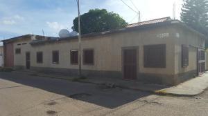 Casa En Venta En Coro, Avenida Independencia, Venezuela, VE RAH: 17-4295