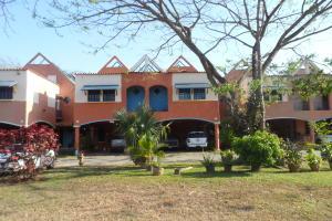 Casa En Venta En Municipio Naguanagua, Manantial, Venezuela, VE RAH: 17-4309