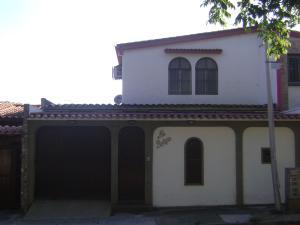Casa En Venta En Valencia, El Bosque, Venezuela, VE RAH: 17-4303