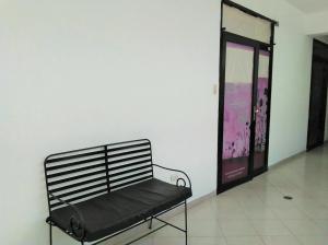 Consultorio Medico  En Alquiler En Valencia, San Jose De Tarbes, Venezuela, VE RAH: 17-4315