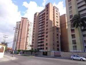 Apartamento En Venta En Maracay, Urbanizacion El Centro, Venezuela, VE RAH: 17-4334