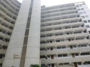 Apartamento En Venta En Catia La Mar, Playa Grande, Venezuela, VE RAH: 17-4341