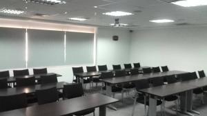Oficina En Alquiler En Maracaibo, Avenida Bella Vista, Venezuela, VE RAH: 17-4357