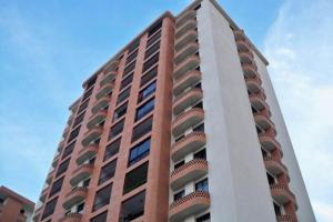 Apartamento En Venta En Valencia, El Bosque, Venezuela, VE RAH: 17-4361