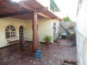 Casa En Venta En Maracay, Santa Rita, Venezuela, VE RAH: 17-4365