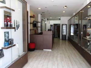 Local Comercial En Venta En Caracas, La Hoyada, Venezuela, VE RAH: 17-4397