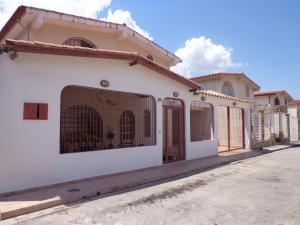 Casa En Venta En La Victoria, San Homero, Venezuela, VE RAH: 17-4399