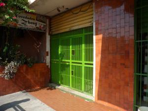 Local Comercial En Alquiler En Guacara, Centro, Venezuela, VE RAH: 17-4421