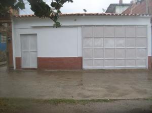 Casa En Venta En Parroquia Naiguata, Camuri Grande, Venezuela, VE RAH: 17-4504