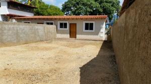 Casa En Venta En Municipio Diaz San Juan, San Juan Bautista, Venezuela, VE RAH: 17-4515
