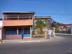 Casa En Venta En La Victoria, La Mora I, Venezuela, VE RAH: 17-4544