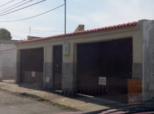 Casa En Venta En Maracay, La Maracaya, Venezuela, VE RAH: 17-1303