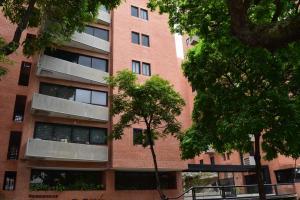 Apartamento En Venta En Caracas, El Rosal, Venezuela, VE RAH: 17-4576