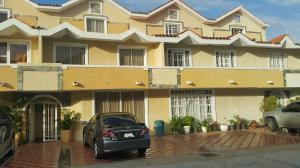 Townhouse En Venta En Maracaibo, Avenida Milagro Norte, Venezuela, VE RAH: 17-4688