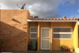 Townhouse En Venta En Maracaibo, Circunvalacion Uno, Venezuela, VE RAH: 17-4700