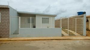 Casa En Venta En Santa Cruz De Mara, Via Santa Rita, Venezuela, VE RAH: 17-4847