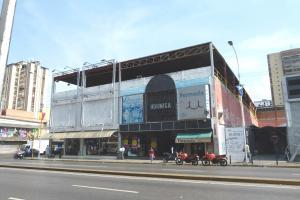 Local Comercial En Venta En Maracay, Avenida Bolivar, Venezuela, VE RAH: 17-4704