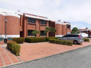 Townhouse En Venta En Higuerote, Puerto Encantado, Venezuela, VE RAH: 17-6554