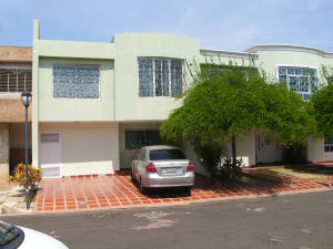 Townhouse En Venta En Maracaibo, La Picola, Venezuela, VE RAH: 17-4741