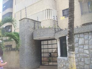 Apartamento En Venta En Parroquia Caraballeda, Caribe, Venezuela, VE RAH: 17-4751