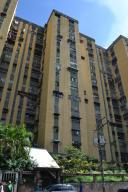 Apartamento En Venta En Caracas, Caricuao, Venezuela, VE RAH: 17-4795