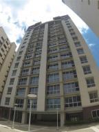 Apartamento En Alquiler En Caracas, Campo Alegre, Venezuela, VE RAH: 17-2296