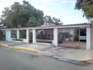 Casa En Venta En Maracaibo, La Rotaria, Venezuela, VE RAH: 17-4798