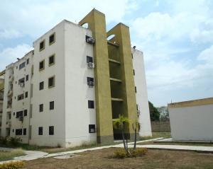 Apartamento En Venta En Municipio Los Guayos, Paraparal, Venezuela, VE RAH: 17-4823