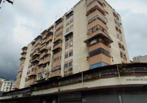 Apartamento En Venta En Caracas, Parroquia La Candelaria, Venezuela, VE RAH: 17-4825