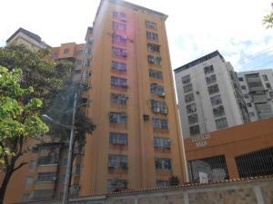 Apartamento En Venta En Maracay, Urbanizacion El Centro, Venezuela, VE RAH: 17-4863